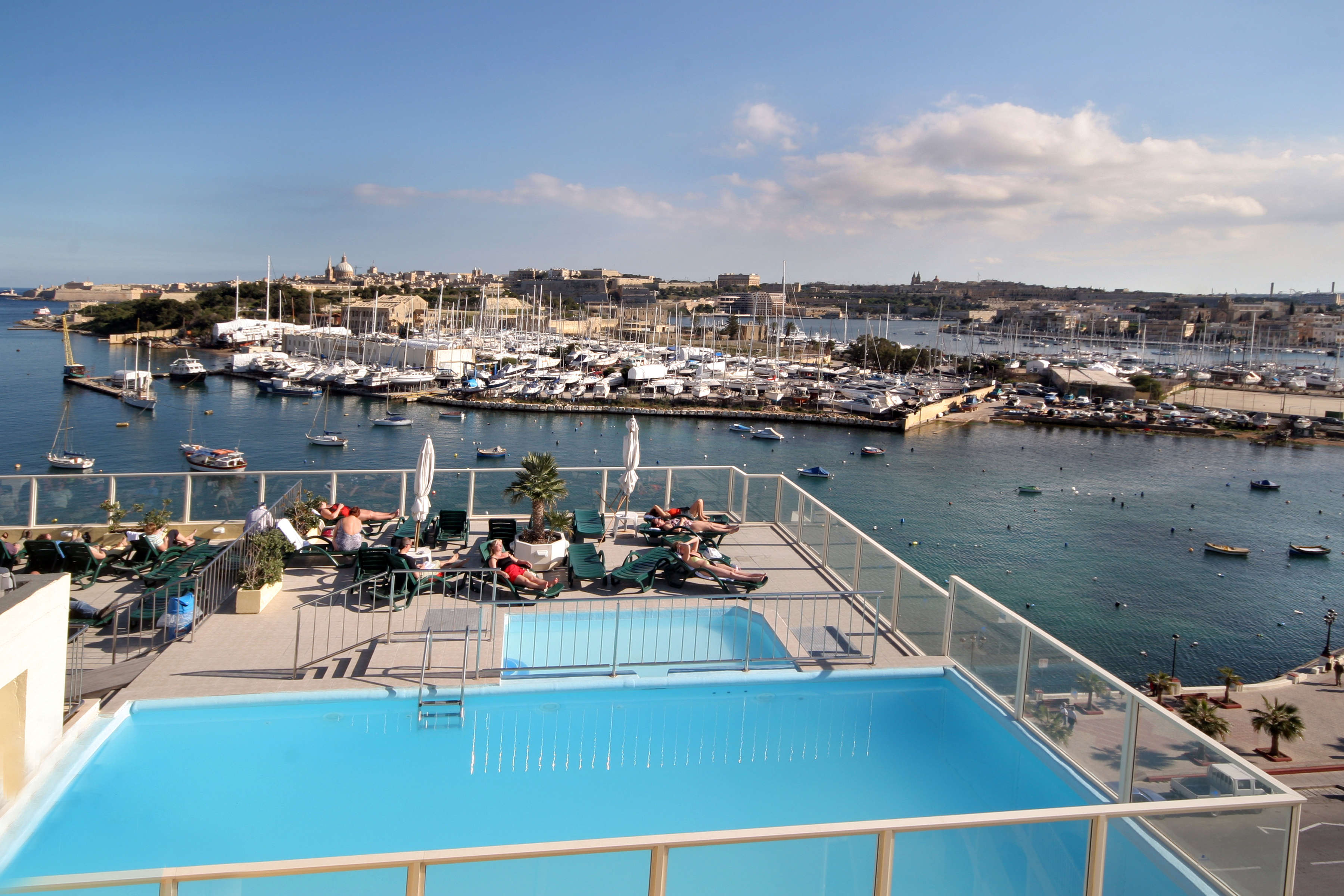 IELS-Malta-Accommodation-Bayview-Hotel-Pool%20and%20Sea%20view-01